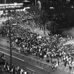 Montagsdemonstration Leipzig, 23-10-1989. Foto: Bundesarchiv, Bild 183-1989-1023-022 - Friedrich Gahlbeck - CC-BY-SA 3.0